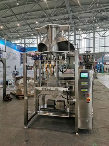 ZL1100 vertical bag forming filling sealing machine for 15-25kg wooden pellets